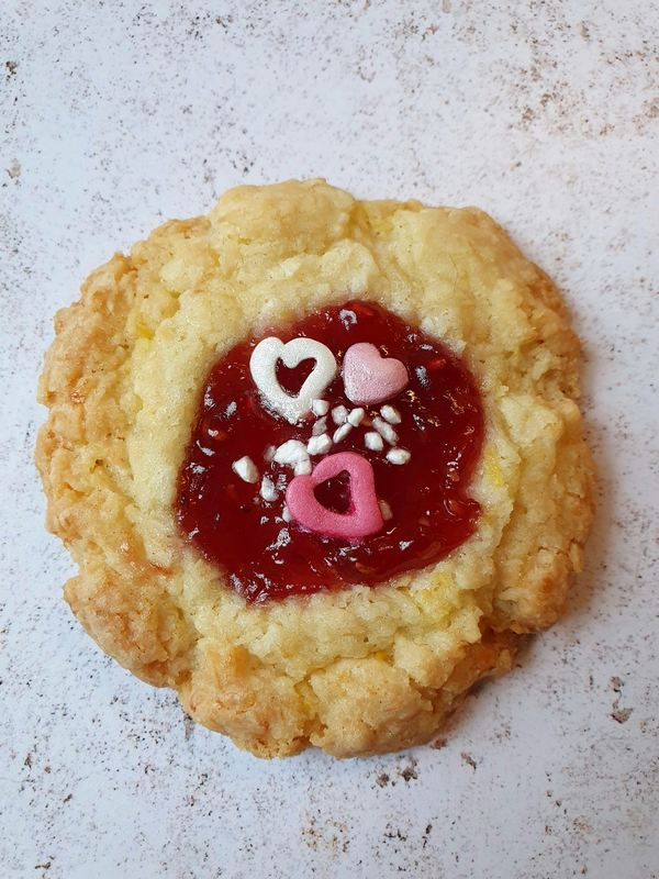glutenfree-vegan-cookie-valentines-day-cookie-selection-london