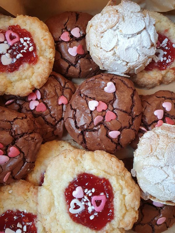 valentines-day-cookie-gift-set-london-rise-and-shine-baking