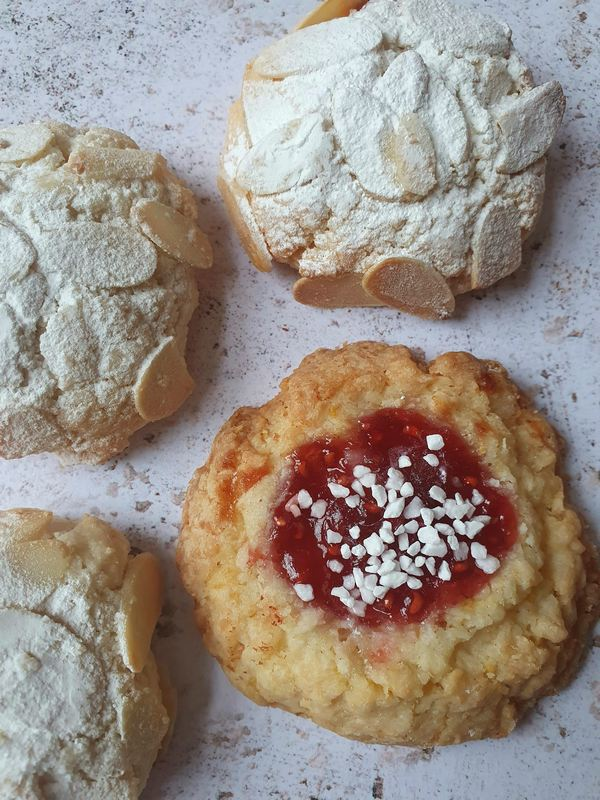 glutenfree-vegan-selecton-cookie-box-rise-and-shine-london